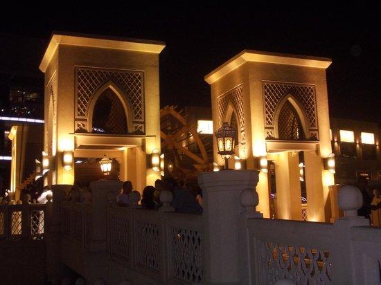 Souk Al Bahar: souq al bahar - ingresso - torri - notte