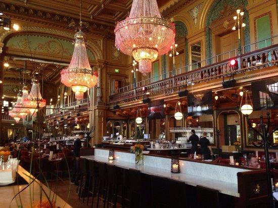 Berns Hotel: Sala colazione e la sera discoteca