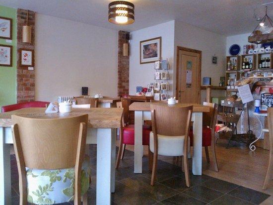 DINO'S Italian Cafe Lounge Stanley Common: Interior