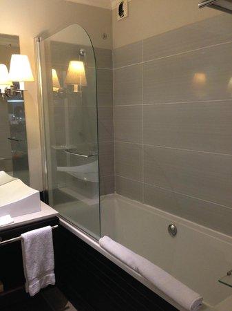 LUX* Saint Gilles : salle de bain