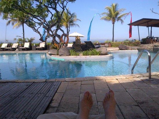 Grand Balisani Suites: Poolside
