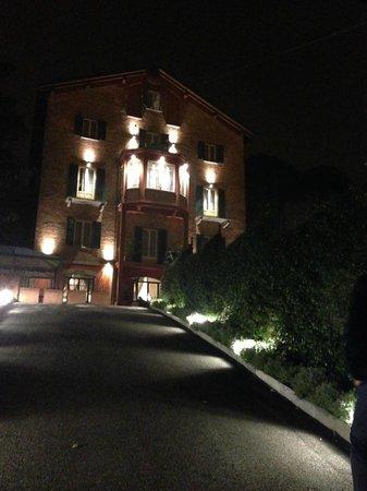 Hotel Castello : Das Hotel bei Nacht