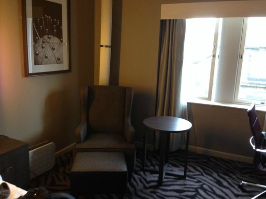 DoubleTree by Hilton Hotel Edinburgh City Centre: Furniture in our stylish deluxe room - the hotel is all new