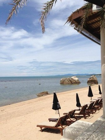 Lazy Day's Samui Beach Resort : Пляж у отеля
