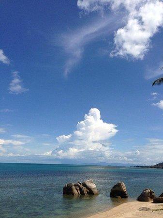 Lazy Day's Samui Beach Resort: Пляж у отеля