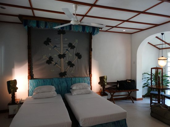 Sigiriya Village Hotel : Lovely rooms, each with its own wall-hanging