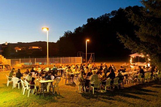 """Village Vacances """"Les Lambrilles"""": soirées conviviales"""