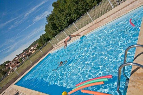 """Village Vacances """"Les Lambrilles"""": piscine"""