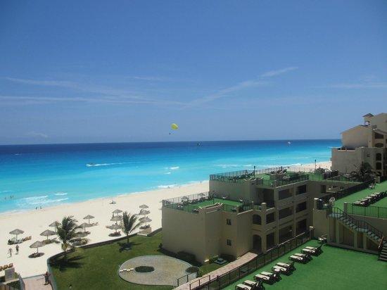 Emporio Hotel & Suites Cancún: Вид из номера