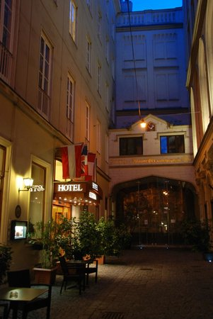 Hotel Austria: Enter the hotel