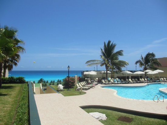Emporio Hotel & Suites Cancún: Территория отеля