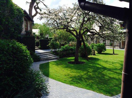 Auberge de la Source - Hotel de Charme: Vue jardin / Chambre 4
