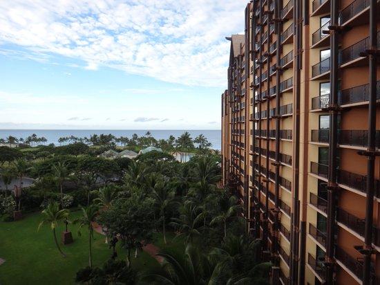 Aulani, a Disney Resort & Spa: 部屋からの眺望 下で行われるイベントもベランダから見えました。