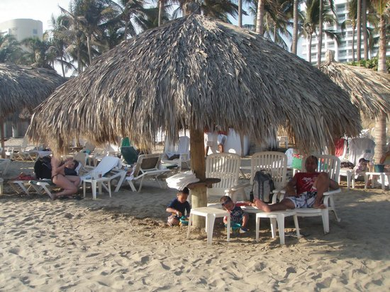 The Grand Mayan Acapulco: Beach Palapa--1st come, 1st serve