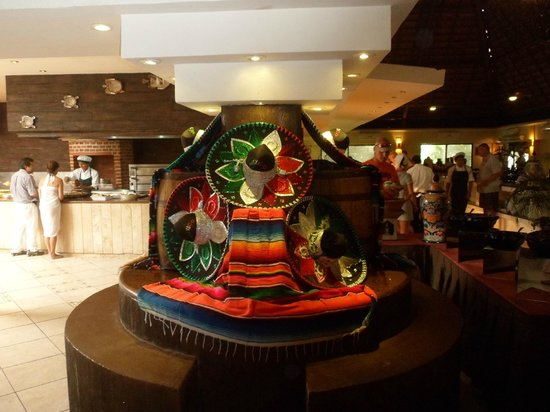 Sandos Caracol Eco Resort: restaurant international