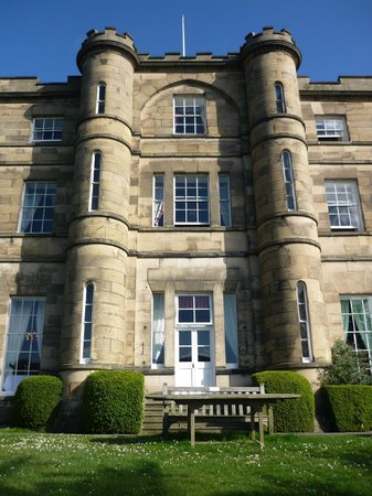 Willersley Castle Hotel: Our room was at the top-including the turrets (loo & extra sink!)