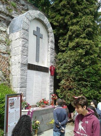 Basilica di Superga : Lapide al Grande Torino
