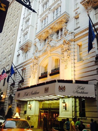 Hotel Monteleone: Front of Hotel from Royal St
