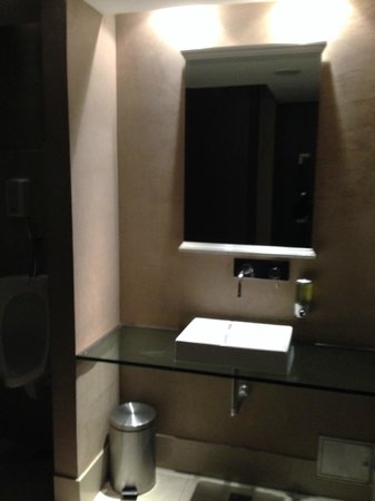 Unique Art Madero: Banheiro na recepção