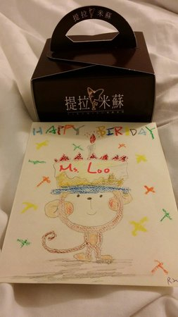 CityInn Hotel - Taipei Station Branch II: Feel so surprised when the cityinn branch 2 staffs came knocking our door with a birthday cake n