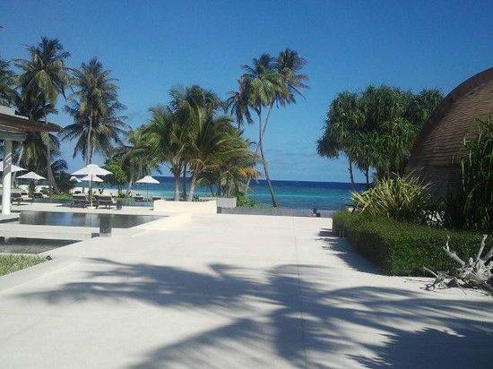 Park Hyatt Maldives Hadahaa: on the way to pool and beach