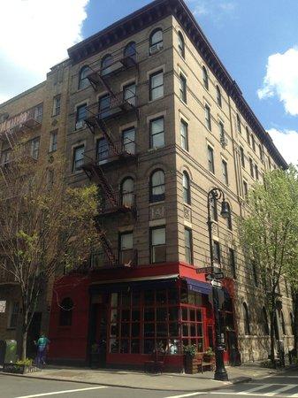 Visit New York Tours: The 'Friends' Building!