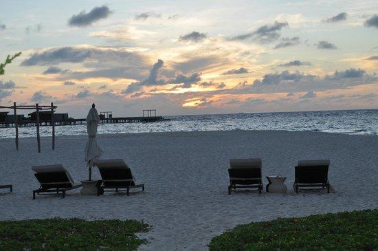 Park Hyatt Maldives Hadahaa: sunset