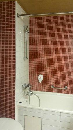 Park Inn By Radisson Pulkovskaya: Чистенькая ванная