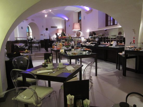 Sofitel Rome Villa Borghese: breakfast room