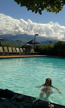 Champagne Sports Resort: Pool with Drakensberg Mountains in the background