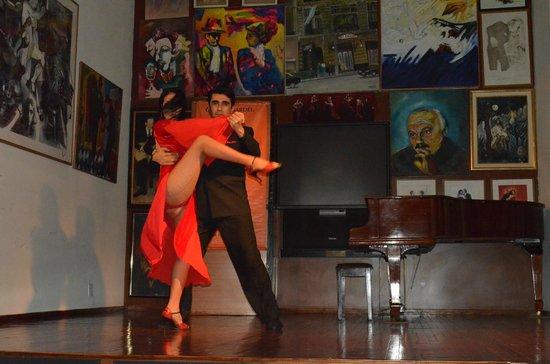 Academia Nacional del Tango : Tango dancers