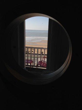 Le Regent Hotel : vue de la salle de bains ... :-D