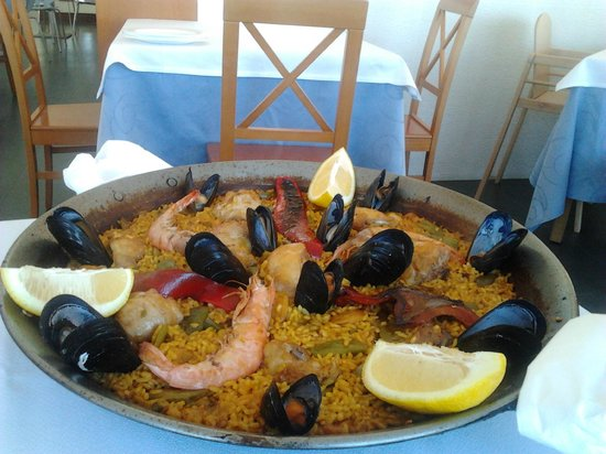 Alzimar Restaurant: Paella mixta para tres personas.