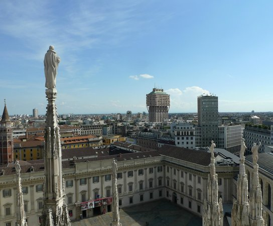 Duomo Rooftops : вид с террасы на город
