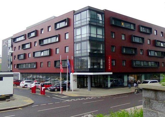 Jurys Inn Newcastle Gateshead Quays: Main entrance and Hotel