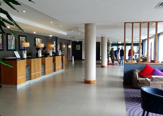 Jurys Inn Newcastle Gateshead Quays: Reception area