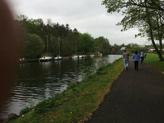 Six Mile Water Caravan Park: river walk
