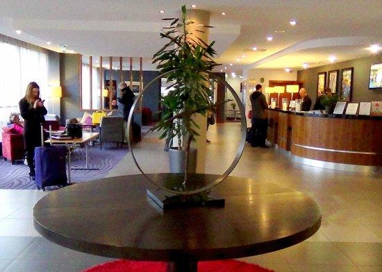 Jurys Inn Newcastle Gateshead Quays: Reception area from the Entrance