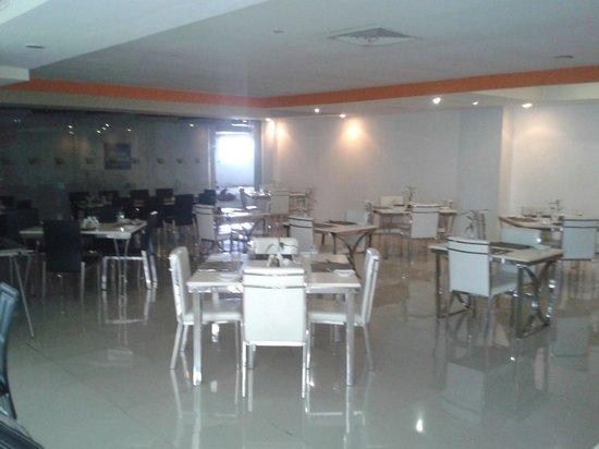 Seasons: Restaurant  Area