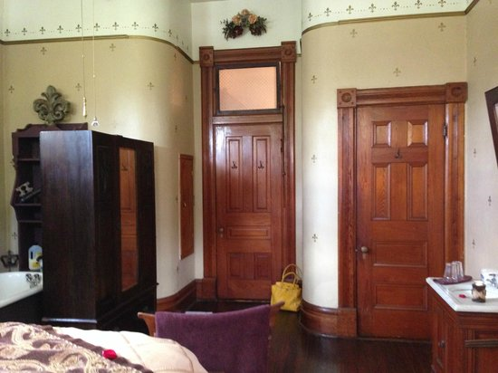 1884 Wildwood Bed and Breakfast Inn: King David room (view from bed)