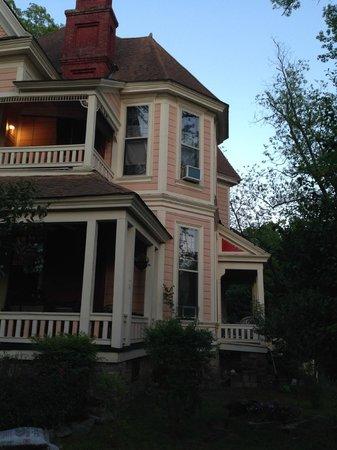 1884 Wildwood Bed and Breakfast Inn: Wildwood house