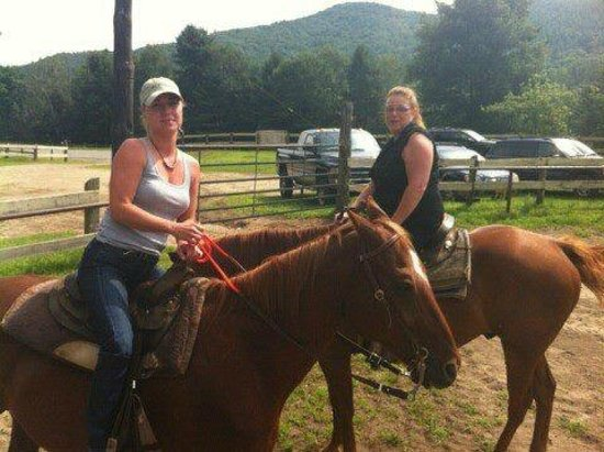 Stony Creek Ranch Resort: Horseback riding (included in price of stay)