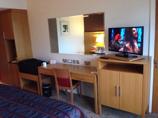 Clayton Hotel Liffey Valley : The bedroom