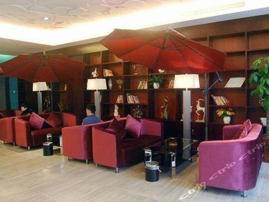May Fashion Hotel : Lobby area