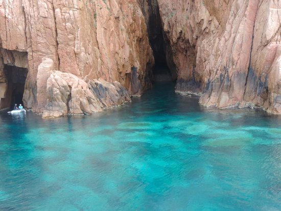 Nave Va Promenades en Mer: Calanque de Piana ©Colline