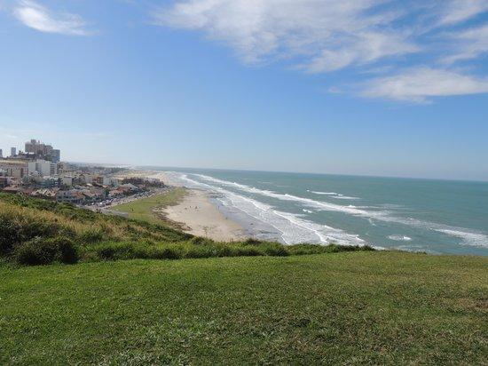 Praia de Torres (Torres Beach): Praia de Torres vista do morro do Farol