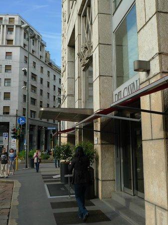 Hotel Dei Cavalieri: рядом бар