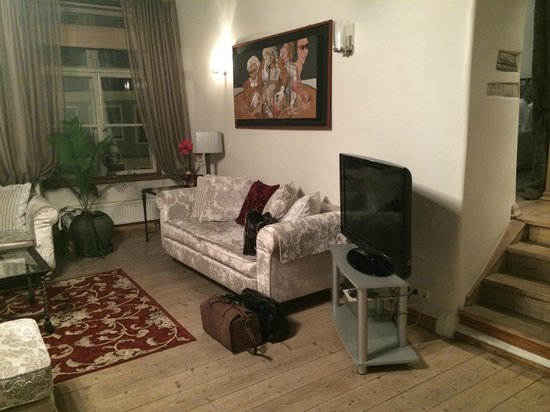 OldHouse Apartments : Гостиная