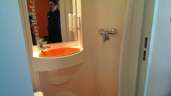 easyHotel London Victoria: Il micro-bagno :)
