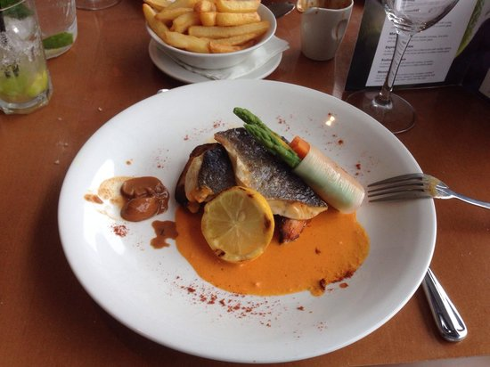 Clarion Hotel Liffey Valley: Sea bass red pepper sauce and veg